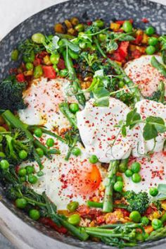 We've turned a classic brunch shakshuka dish into more of a sharing main course by adding seasonal spring vegetables like peas, broad beans and asparagus Bbc Good Food Recipes, Healthy Dinner Recipes, Meal Recipes, Vegetarian Meals, Healthy Breakfasts, Healthy Meals, 200 Calorie Meals, Salud Natural, 200 Calories