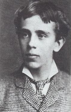 Rudolf, zoon van Sissi die in 1889 zelfmoord met Mary Vetsera pleege. Sinsdien droeg zij alleen nog zwarte kleding. Hij werd 30 jaar en kreeg één kind, een dochter.