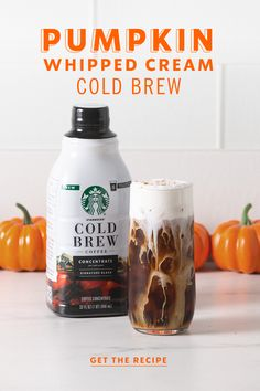 The refreshingly pumpkiny Starbucks cold brew from last fall is back—but this time, it's in your hands at home. By adding just four seasonal ingredients to an easy-to-make glass of cold brew, you've whipped up a delicious DIY Pumpkin Whipped Cream Cold Brew. Coffee Drink Recipes, Starbucks Recipes, Starbucks Drinks, Coffee Drinks, Coffee Coffee, Black Coffee, Coffee Beans, Diy Pumpkin, Pumpkin Spice