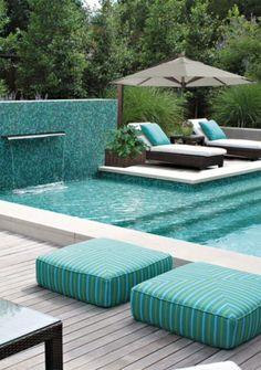 Todo o conforto e requinte que sua área externa precisa você encontra aqui! Ombrelone Lateral Acesse: www.solemarombrelones.ind.br