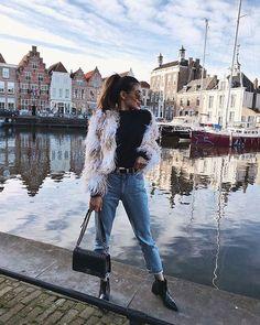 12 Looks com calça preta por Nichole Ciotti - Guita Moda Amsterdam Fashion, Amsterdam Outfit, Winter Travel Outfit, Winter Outfits, Europe Travel Outfits, Italy Outfits, Outfit Invierno, Foto Casual, Photo Instagram