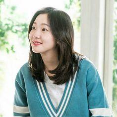 Kim Go Eun Goblin, Hair Inspo, Hair Inspiration, Kim Go Eun Style, Medium Hair Styles, Short Hair Styles, Bebe Love, Ji Eun Tak, Korean Haircut