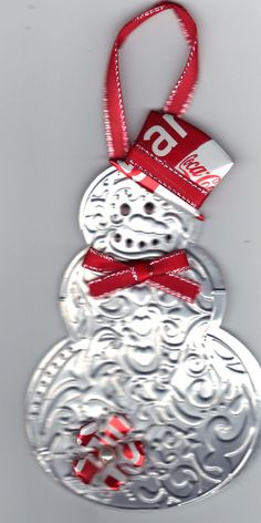 snowman ornaments - out of soda cans, textured - no guide, just the idea Snowman Crafts, Snowman Ornaments, Christmas Projects, Holiday Crafts, Snowmen, Christmas Ornaments To Make, Homemade Christmas, Christmas Snowman, Winter Christmas
