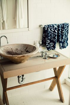 Bohemian bathroom. Rustic perfection.