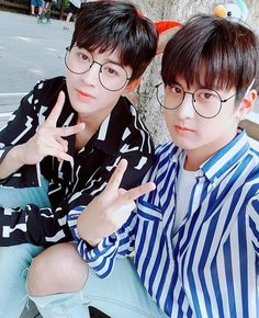 Wow they look like twins in this picture! Yunhyeong x Chanwoo Hanbin, Kim Jinhwan, Chanwoo Ikon, Fandom, Bobby, Picture Song, Ikon Songs, Rapper, Lovers Pics