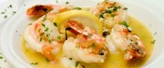 Tonight's Dinner: Seared shrimp with white chocolate lemon beurre blanc Spinach Recipes, Shrimp Recipes, Fish Recipes, Ways To Cook Shrimp, Lemon Garlic Sauce, Restaurant Deals, Scampi Recipe, Creamed Spinach, Food Articles
