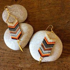 Boucles d'oreille en perles Miyuki Seed Bead Jewelry, Bead Jewellery, Seed Bead Earrings, Beaded Jewelry, Beaded Earrings Native, Loom Bands, Bead Embroidery Jewelry, Beaded Embroidery, Loom Patterns