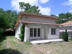 Rental Villa Av Des Mathes La Palmyre Rental Villa Av Des Mathes is a semi-detached villa with a terrace, located in La Palmyre in the Poitou-Charentes Region. The property is 14 km from Royan and free private parking is available.  The kitchen features a dishwasher and an oven.