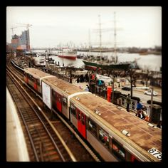 Hamburger U-Bahn unten am Hafen