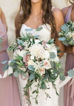 White and blush bouquet wedding ideas 3