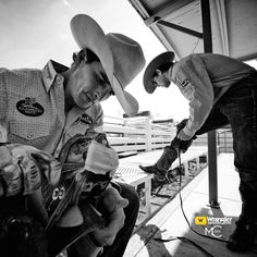 PHOTO BY MATT COHEN. Ryan Gray of Cheney, WA and Jason Havens of Prineville, OR prepre to ride at the 98th Annual Clovis Rodeo.