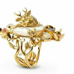 For those days when you're in dire need of a spot of escapism, and a fairytale ring by @evatheuerzeit will do nicely #unicornkindaday