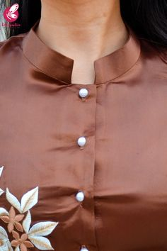 Brown Satin Sleeveless Front Slit Kurti Set Source by colorauction clothes kurti Churidhar Neck Designs, Churidhar Designs, Neck Designs For Suits, Designs For Dresses, Blouse Neck Designs, Collar Kurti Design, Kurti Sleeves Design, Kurta Neck Design, Simple Kurti Designs