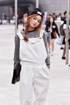 Street style: Lee Seong Kyeong at Seoul Fashion Week Spring 2015 shot by Choi Seung Jum Seoul Fashion, Korea Fashion, Asian Fashion, Look Fashion, Fashion Models, Fashion Outfits, Korean Fashion Winter, Korean Fashion Trends, Korean Street Fashion