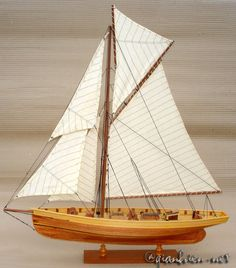 Sail boat Puritan model in natural wood finished