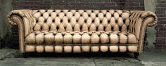 Nuevo diseño de sillón Chesterfield, fabricado con piel genuina y acabado envejecido, al estilo vintage. Fabricamos el mueble de tus sueños. Envíos a toda la república. https://www.facebook.com/mueblesvintagenial