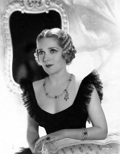 Mary PICKFORD X ***** AFI Top 25 Actresses. America's first sweetheart. A silent movie star extraordinaire and very savvy business woman to boot! Hollywood Stars, Old Hollywood Glamour, Vintage Hollywood, Classic Hollywood, Hollywood Jewelry, Hollywood Quotes, Hollywood Music, Vintage Glamour, Vintage Beauty