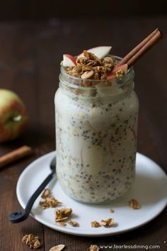 This easy apple crisp overnight oats recipe is the best overnight oats recipe for those busy school days! Pour the ingredients into a container, and just put in the refrigerator. Wake up to a ready made breakfast!