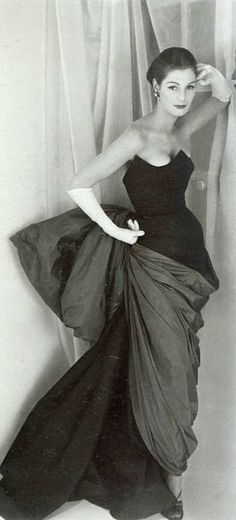 Fiona Campbell-Walter in Schiaparelli, 1952.  Photo by Henry Clarke.