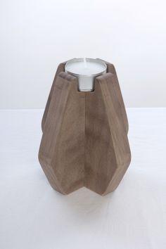 Los portavelas Nordik se inspiran en las líneas simples y suaves de los años cincuenta y sesenta más la influenciado del funcionalismo del diseño nórdico.
