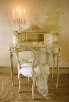 french ladies writing table  thepaintedroom.blogspot.com