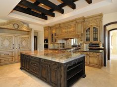 Woodwork and island! GRAND!
