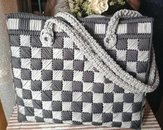 Discover thousands of images about astranonsoloborse: Ancora fettuccia nella rete Broderie Bargello, Bargello Needlepoint, Needlepoint Stitches, Canvas Purse, Canvas Handbags, Canvas Bags, Plastic Canvas Crafts, Plastic Canvas Patterns, Diy Pochette