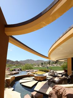 Palm Desert Residence by Deep River Partners. Pretty amazing way to keep the view.