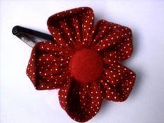 feitos artesanalmente com tecidos pedaços de feltro tic tac de cabelomiçangas botões miçangas...