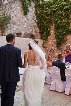 δεξιωση-γαμου-grandsarai Wedding Reception Entrance, Lace Wedding, Wedding Dresses, Wedding Photoshoot, Romantic, Fashion, Bride Dresses, Moda, Bridal Gowns