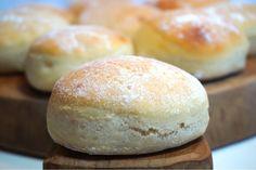 Kalljästa tekakor - Victorias provkök Hamburger, Bread, Baking, Food, Brot, Bakken, Essen, Burgers, Meals