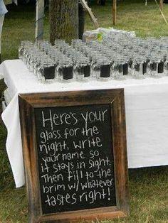 Per matrimoni informali, i bicchieri con lavagna per scrivere il proprio nome