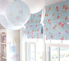 These roman shades add the perfect such of girly to this #nursery.