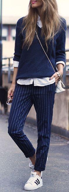 Kritrandiga blå byxor