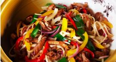 Do you know how to make simple but delicious and flavorful dishes for dinner? Try making these recipes for wok noodles with different ingredients. Wok, Easy Stir Fry, Stir Fry Recipes, Cook At Home, Dinner Dishes, Food For Thought, Make It Simple, Fries, Beef