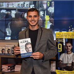 Mauro Icardi a présenté son livre #Icardi #fcim #book #inter #amala #cesololinter #presentation #fcinternazionale