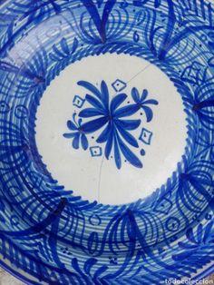 Antiguo gran plato decorativo lañado en tonos azules firmado Murcia, Kyungsoo, Plates, Antiques, Tableware, Decorative Plates, Pottery Plates, Hue, Blue Nails