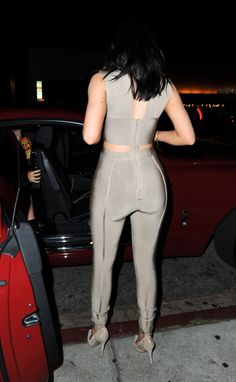 Kylie Jenner Shows the Perils of Wearing a Skintight, Underboob-Flaunting Jumpsuit Trajes Kylie Jenner, Kylie Jenner Outfits, Kendall Jenner, Clubbing Outfits, Celebrity Skin, Celebrity Style, Skin Tight, Girls Night Out, Tight Dresses