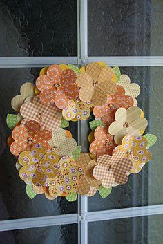 Florindo a porta e dando boas vinda a nossa casa Burlap Wreath, Diy And Crafts, Croissant, Origami, Easter, Wreaths, Flowers, Blog, Holidays