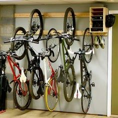 Looking for a cheap and easy DIY bike rack? This rack requires nothing more than a drill and a few some bike hooks, and a handful of screws. For measurements and more, check the video! Bike Storage Garage Diy, Bike Storage Stand, Garage Organization, Diy Storage, Organization Ideas, Bicycle Storage Garage, Garage Hooks, Garage Signs, Shop Storage
