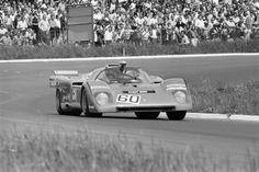 The 1000 Kms Of Nurburgring 1971 En Allemagne sur le circuit du Nürburgring bordé par une foule de spectateurs la voiture FERRARI 512 M pilotée par...