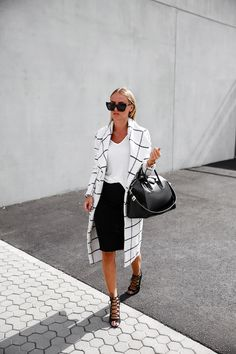 Chic black and white business casual outfit! #workstyle