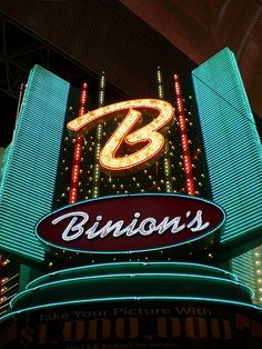 Binion's Horseshoe Casino in downtown Las Vegas vintage neon sign - photo by Debbie Jackson Neon Signs Uk, Vintage Neon Signs, Custom Neon Signs, Neon Light Signs, Las Vegas City, Las Vegas Nevada, Debbie Jackson, Horseshoe Casino, Fremont Street