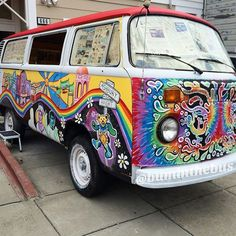 Image discovered by Shelly Stuckman. Find images and videos about art, vintage and travel on We Heart It - the app to get lost in what you love. Vw Hippie Van, Hippie Vibes, Bus Living, Earth Spirit, T 4, Hippie Style, Van Life, Volkswagen, Aesthetics