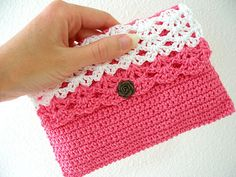 Little Purse pattern, This pattern is available for free. Teresa Restegui http://www.pinterest.com/teretegui/ ✔