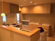 キッチンはウッドワンの無垢にしました。 カウンターは一枚板です。 我が家は一枚板を所々に使ってます。 後々にポストしていきます…♡ #マイホーム #新築 #和の家 #内覧会 #見学会 #キッチン #l型キッチン #l字キッチン #ウッドワン #無垢 #三交 #三交ホーム #もくいち