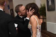 Daniel Craig Kisses Wife Rachel Weisz at 'Spectre' Premiere!: Photo Daniel Craig channels his character James Bond while wearing his tux on the red carpet at the Spectre world premiere held at Royal Albert Hall on Monday (October… Daniel Craig James Bond, Daniel Craig Rachel Weisz, Daniel Craig Spectre, Craig 007, James Bond Girls, New James Bond, Carole Middleton, First Ladies, Judi Dench