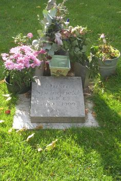 """Known as the """"White Queen of Soul,"""" she had hits… Cemetery Headstones, Cemetery Art, Famous Tombstones, Dusty Springfield, Post Mortem Photography, Famous Graves, Celebrity Deaths, Pet Shop Boys, I Love My Son"""