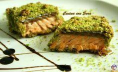 Salmone in crosta di pistacchi.Non amo molto il salmone e, quindi, sono sempre alla ricerca di modi sfiziosi di cucinarlo