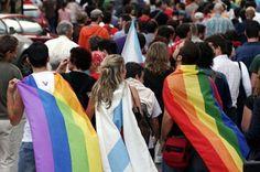 El juicio a dos menores por lesbianas desata una protesta gay en Marruecos. El abogado de las jóvenes desveló que el juez aplazó el veredicto hasta el próximo 9 de diciembre. La Voz de Galicia, 2016-11-26 http://www.lavozdegalicia.es/noticia/sociedad/2016/11/26/juicio-dos-menores-lesbianas-desata-protesta-gay-marruecos/0003_201611G26P28995.htm